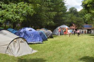 Rozstawione namioty